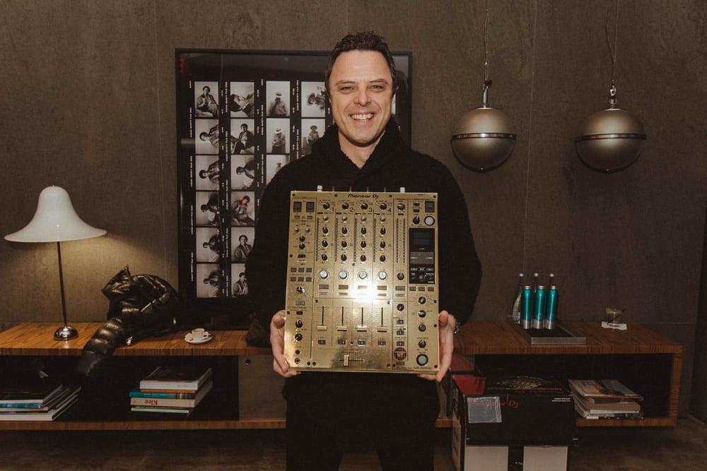 markus-schulz-wins-third-americas-best-dj-title.jpg
